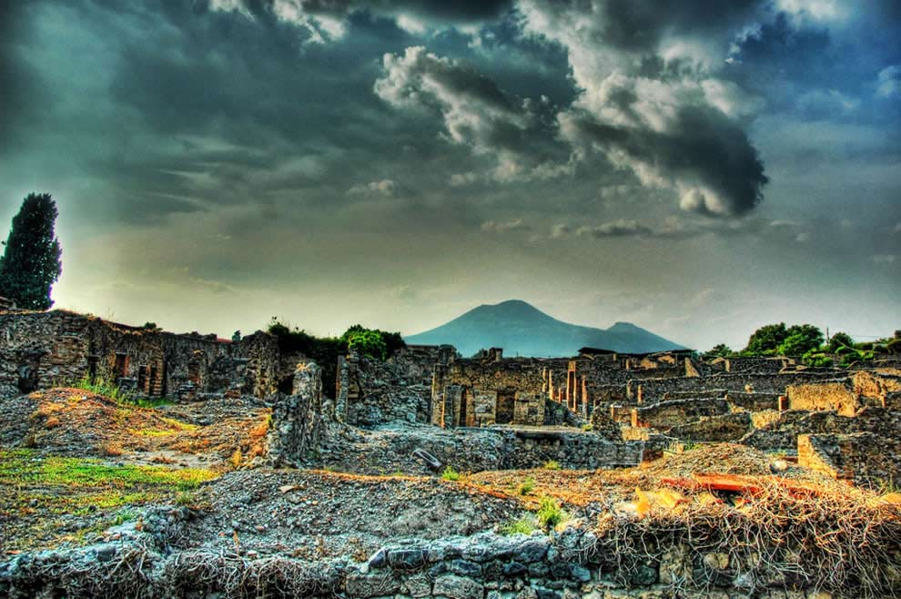 Why Pompeii is worth visiting?
