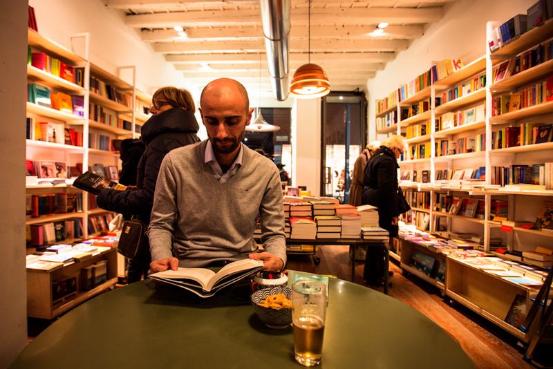 Verso bookshop and bar in MIlan
